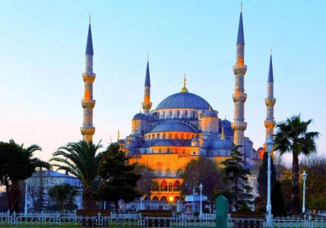 masjid-biru-sultan-ahmed-saksi-kejayaan-islam-di-turki-103142