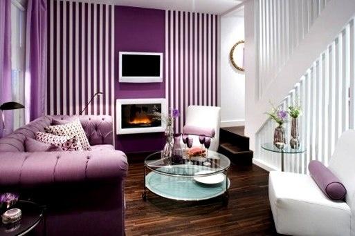 warna-ungu-putih-ruang-tamu